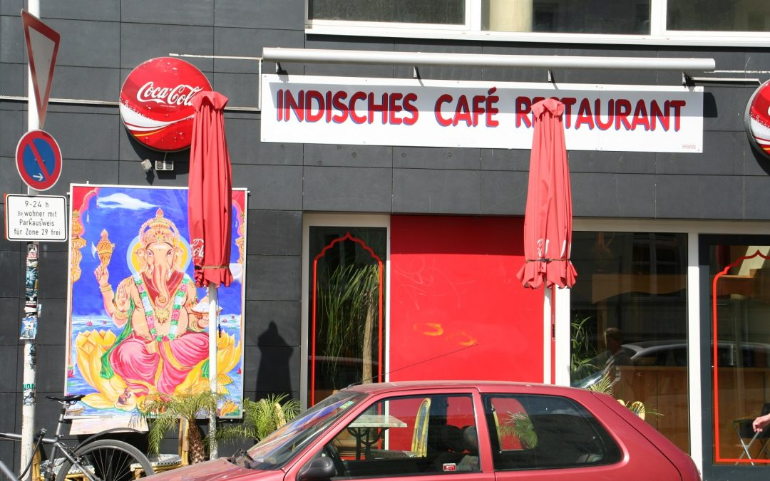Curry-Wurst, Waschmaschine und Hindutempel